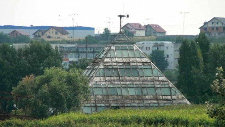 Misterele piramidei din Piteşti! Ce lucruri BIZARE se întâmplă în monumentul de la marginea oraşului
