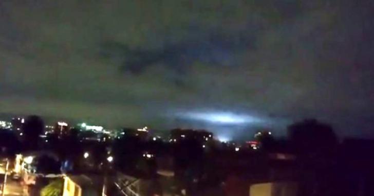 Cutremur Mexic. Lumini verzi și albastre pe cer