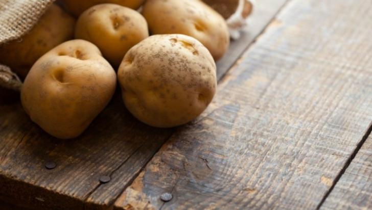 Sucul de cartof crud, perfect pentru frumuseţea ta
