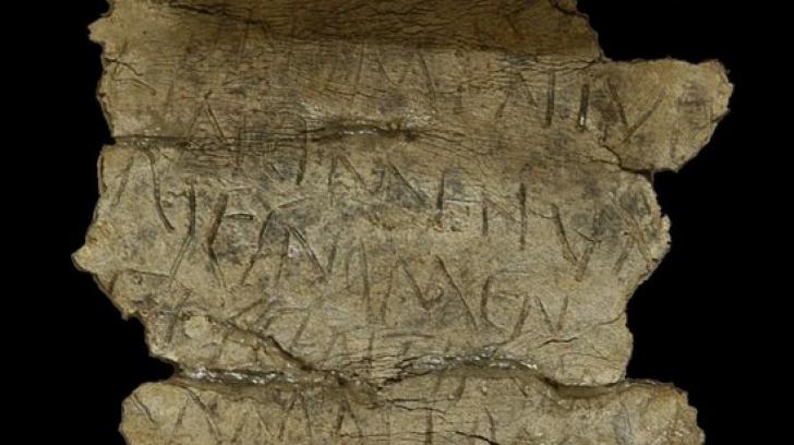 """Tăbliţa cu blesteme de la Alba Iulia.Ce cuvinte """"grele"""" sunt scrise pe obiectul vechi de 2000 de ani"""