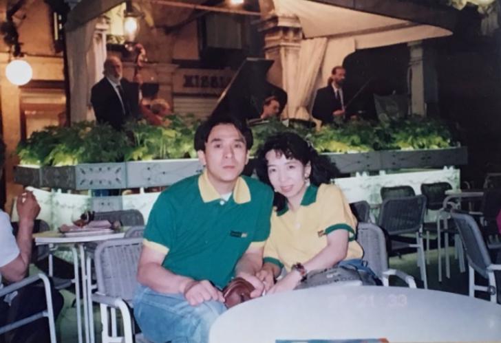 A aflat, după 20 de ani, de ce tatăl ei purta ACELAŞI tricou mereu. Motivul e extrem de emoţionant
