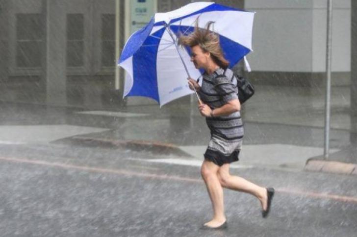 ALERTĂ METEO de ultimă oră! Cod GALBEN de fenomene periculoase: vijelii şi ploi