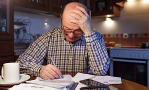 Pensionar cu datorii