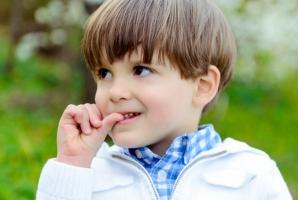 Obișnuința multor copii poate duce la diverse boli. Uite ce spun specialiștii