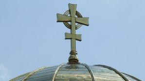 Când NU trebuie să-ţi faci cruce. Chiar e bine să te închini când treci pe lângă biserici?