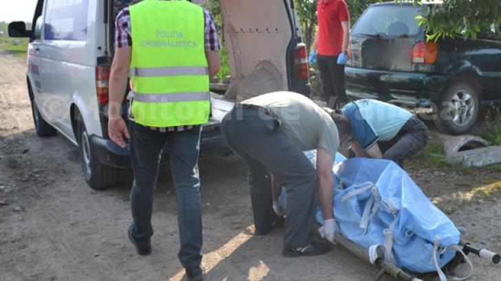 Caz șocant în Vrancea! Un bătrân și-a omorât nepotul cu un topor, apoi a adormit lângă cadavru