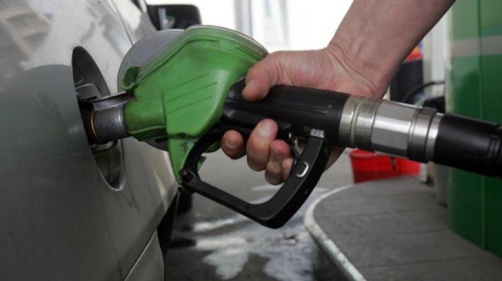 Prețul petrolului, la maximul ultimilor 4 ani. Noi scumpiri la pompă