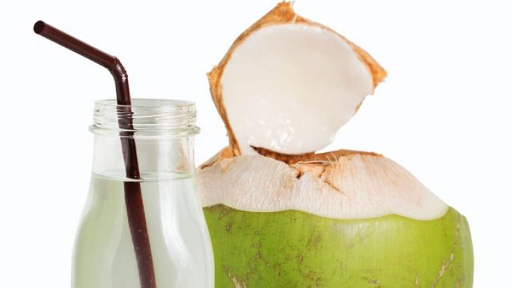 Ce se întâmplă în corpul tău dacă bei apă de cocos două săptămâni