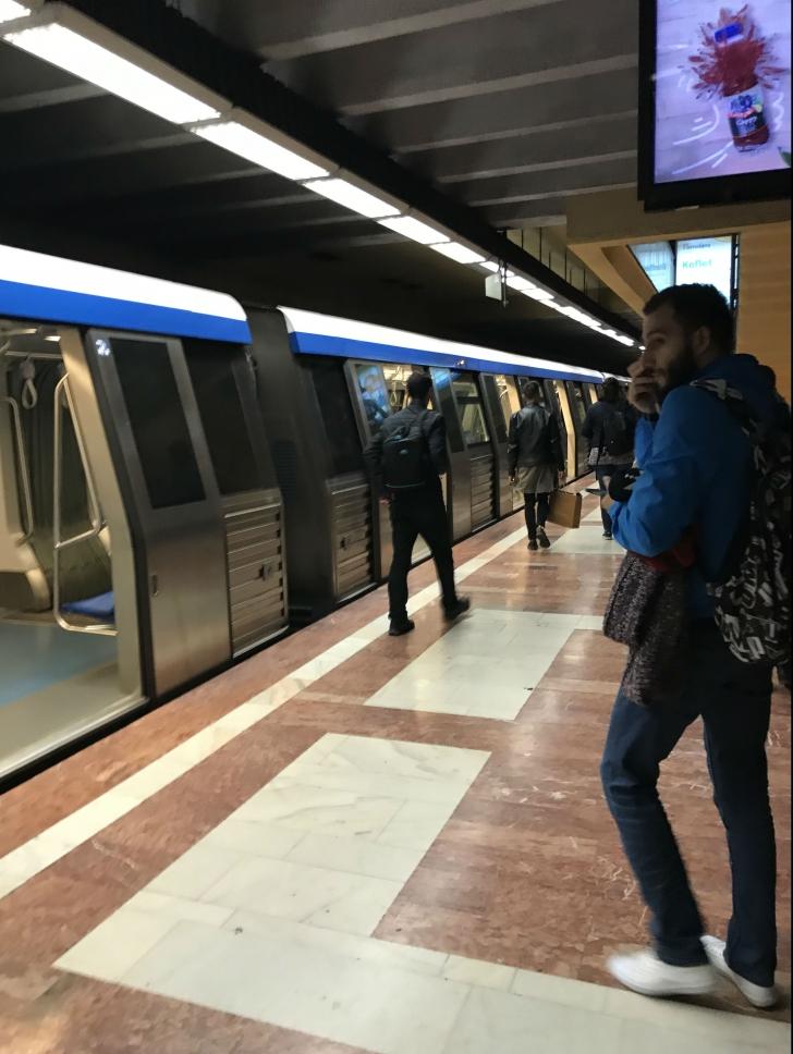 Incident la metrou. Un bărbat a leșinat la stația Piața Sudului