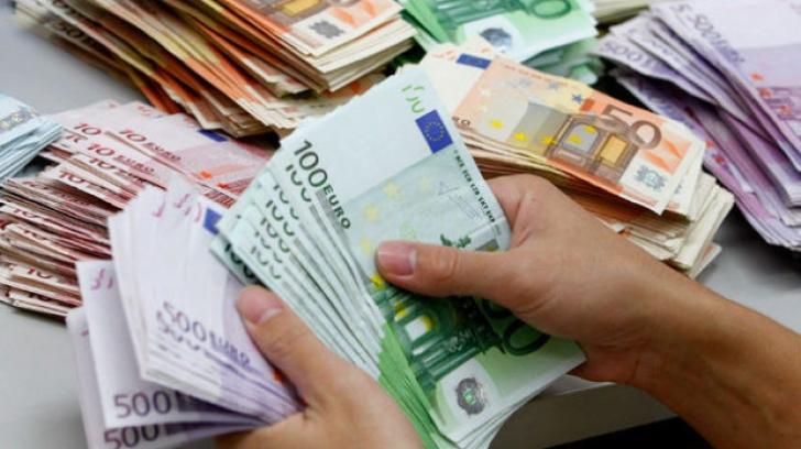 Cursul interbancar, pe creștere la începutul săptămâni, la 4.65 lei pentru un euro