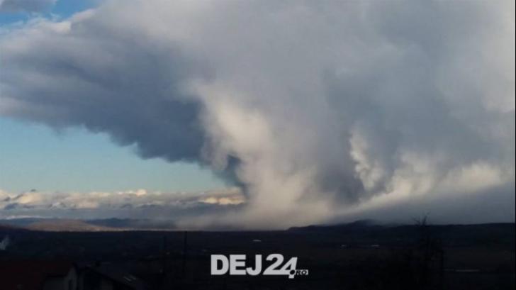 Fenomen meteorologic spectaculos, surprins lângă Dej(VIDEO)