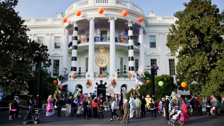 Halloween la Casa Albă. Cum și-a primit Donald Trump oaspeții care au venit cu colindul de Halloween