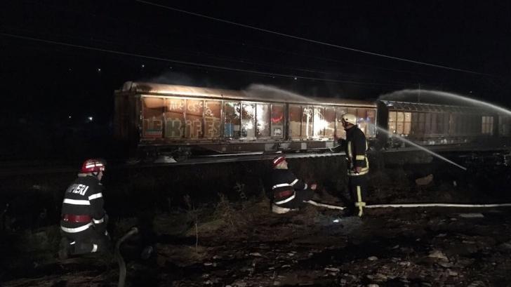 Pericol de explozie în gara din Breaza. FUM la un vagon cu nitrat de amoniu. 70 de pompieri intervin