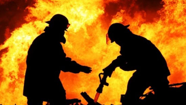 Incendiu devastator la o biserică din Prahova! Pompierii intervin de URGENȚĂ
