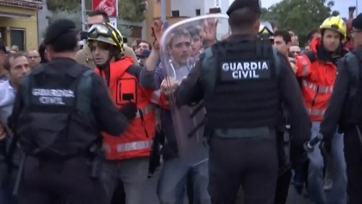 Referendum în Catalonia marcat de violenţe. 844 de răniţi, după ciocniri între Poliţie şi votanţi
