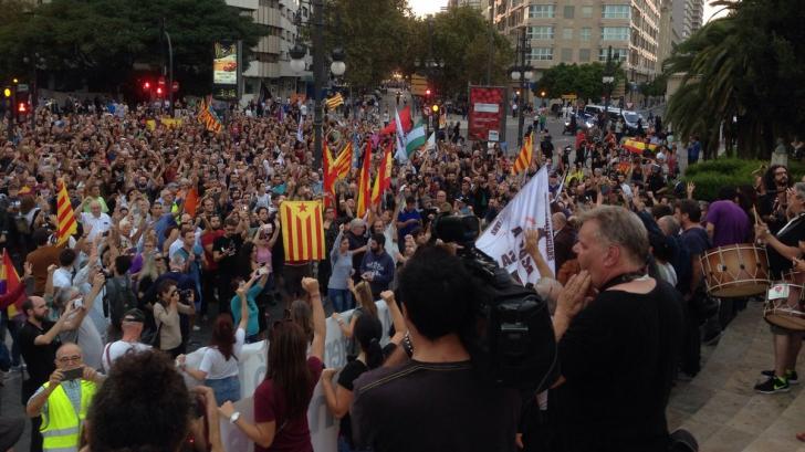 Incidente violente între naţionalişti şi manifestanţii pro-Catalonia, la Valencia