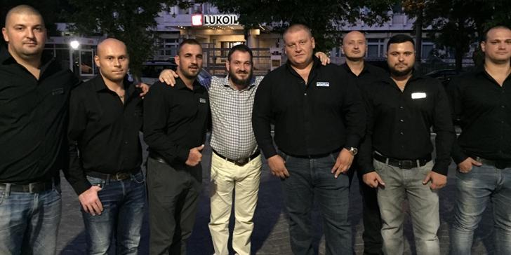 Horia Constantinescu, șeful OPC Constanța (centru), alături de Bogdan Cristache (în dreapta șefului OPC) și Costel Axinte (în stânga șefului OPC), oamenii care l-au escortat pe Liviu Drganea la ieșirea de la Înalta Curte de Casație și Justiție (foto: Facebook/AxiAxi)