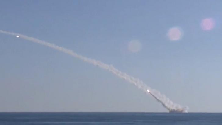 Rusia a lansat RACHETE de croazieră spre poziţii din Siria ale teroriştilor de la Stat Islamic