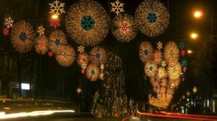 Motivul pentru care un oraş din România va aprinde luminile de Crăciun mai repede