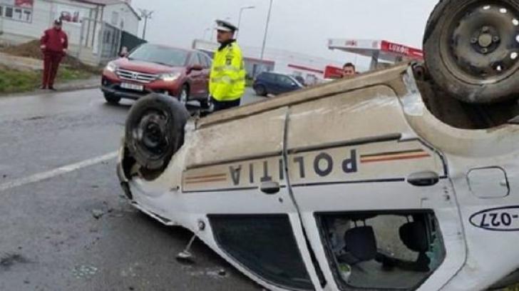 Accident groaznic în Argeș! O mașină de poliție s-a răsturnat. Un membru al echipajului este rănit