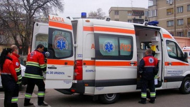 Un nou scandal la Balul Bobocilor!Elevi preluați de ambulanță, după ce au consumat băuturi alcoolice