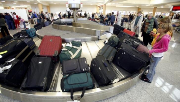 Metodă inedită! Cum sustrăgeau doi români bunuri de valoare din bagajele turiștilor în Paris