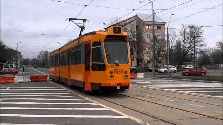 Incendiu în Galaţi: Un tramvai a luat foc în mers