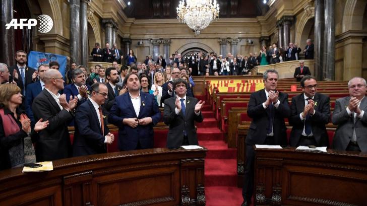 Madridul a dizolvat Guvernul și Parlamentul Cataloniei după declararea independenței