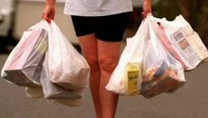 Pungile de plastic vor fi interzise în România! Amenzi între 15.000 şi 25.000 de lei