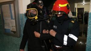 Incendiu de amploare într-un apartament dintr-un bloc din Capitală. 50 de oameni, evacuaţi