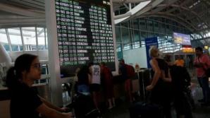 """Aeroportul internațional din Bali, închis, în fața riscului """"iminent"""" al unei erupții majore"""