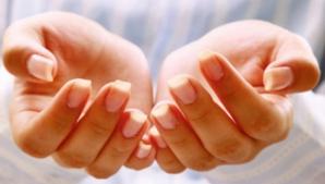 Ce înseamnă când te mănâncă palma stângă