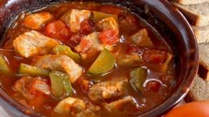 Reţetă: Mâncare de gogonele murate cu carne