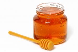 Consumă dimineaţa, pe stomacul gol, miere cu scorţişoară. Efectul i-a uimit şi pe medici!