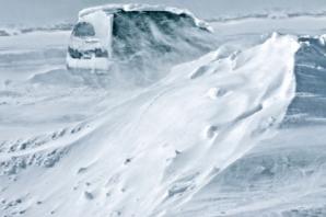 ALERTĂ METEO. Cod GALBEN de fenomene periculoase: vânt puternic şi zăpezi spulberate