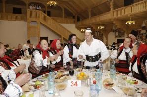 Ministrul Educaţiei, Liviu Pop, la o petrecere de Lăsatul Secului