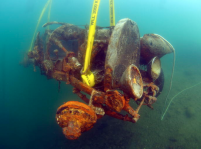 Mașina zăcea de 70 de ani pe fundul lacului când un scafandru a găsit-o. Au scos-o și..ce nebunie!