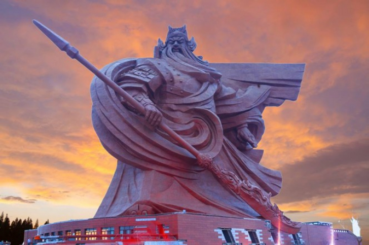 O statuie gigantică din China, ascunsă timp de decenii, va vedea lumina zilei. Cum arată
