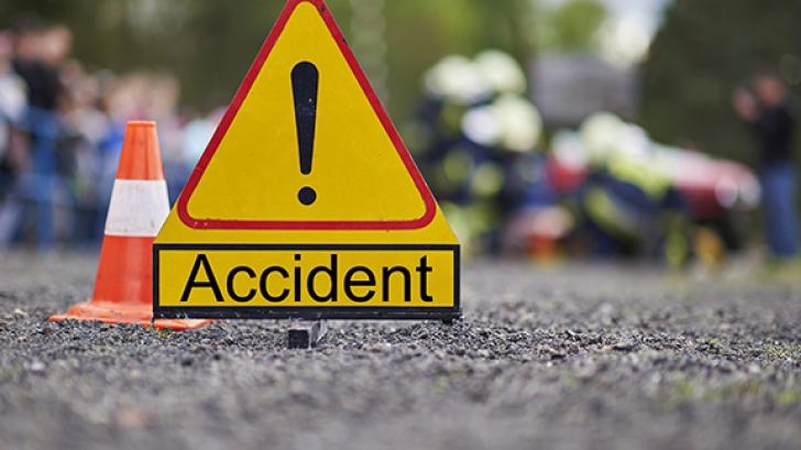 Accident grav! Un microbuz în care se aflau 20 de persoane s-a răsturnat