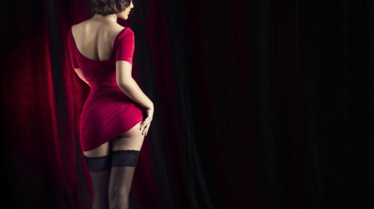 I-a spus unei stripteuze că ar trebui să mai slăbească puţin. Reacţia ei a fost şocantă!