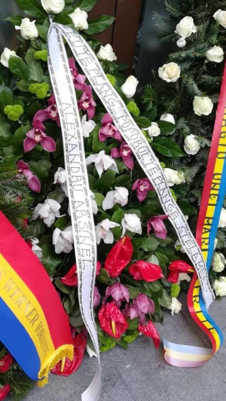 Mesajul lui Alexandru Arșinel pe coroana adusa la priveghi la Stela Popescu