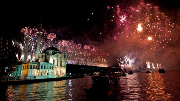 Tot mai mulţi români preferă să-și petreacă sărbătorile în străinătate datorită prețurilor mai mici