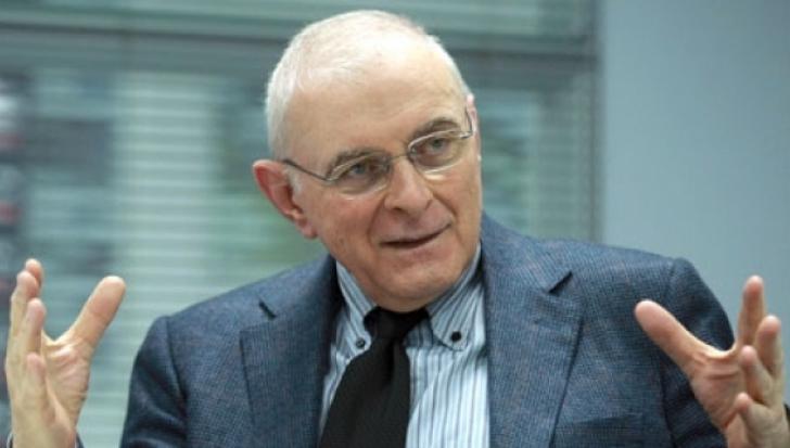 """Adrian Vasilescu explică de ce ROBOR-ul """"urcă spectaculos"""""""