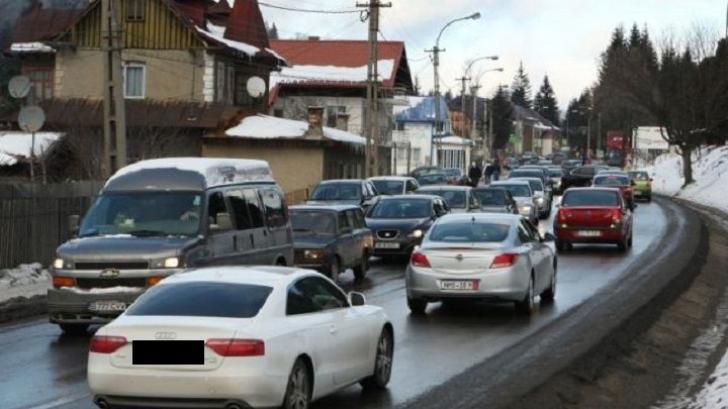 TRAFIC aglomerat DN 1 şi la ieşirea din ţară. Coloane de maşini de câțiva kilometri