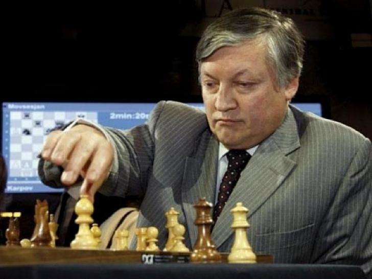 O legendă a şahului, la Bucureşti. Anatoly Karpov: Şahul ajută la dezvoltarea diciplinei