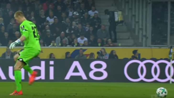 Gafa anului în Bundesliga. Portarul a vrut să lovescă mingea, dar balonul nu mai era acolo