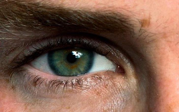 Ochi schimbatori la culoare