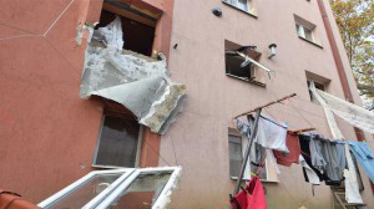 VIDEO. Momentul unei explozii puternice dintr-un bloc, surprins de camerele de supraveghere