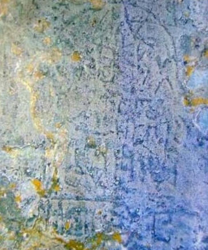 Inscripţie misterioasă, descoperită de un alpinist pe o stâncă în Munţii Carpaţi
