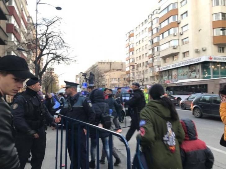 Scandal la casa Oanei Zăvoranu, au intervenit jandarmii. Sute de oameni au blocat Calea Dorobanți